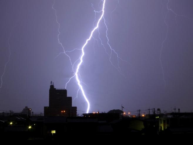 雷で家電が壊れる!? 意外と多い雷被害の話と予防策の画像