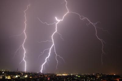 落雷の際に安全な場所とは?雷発生時の身の守り方を知っておこう!の画像